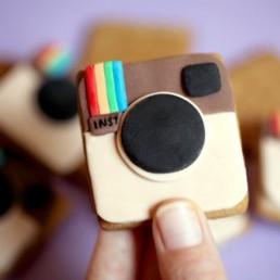 In occasione del quinto compleanno di Instagram, anche il trash offre il suo valido contributo ai festeggiamenti.