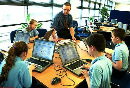 Il piano digitale del Miur ha dato vita ad un grande dibattito. L'introduzione del digitale nella scuola è un fattore positivo o piuttosto nocivo?