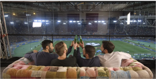 Publicity stunt: un dilemma in uno spot allo stadio