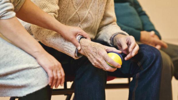 Campagne social contro l'Alzheimer: così la cura della malattia è partecipata