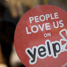 Yelp è una piattaforma che consente agli utenti di vivere esperienze uniche. Scopriamo come gli utenti italiani la utilizzano.