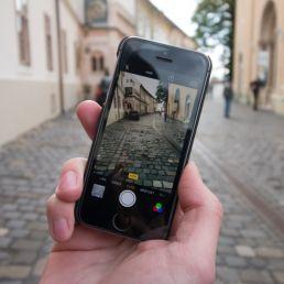 Come è cambiato nel tempo il concetto di fotografia? Con l'introduzione di smartphone e social si è andati incontro ad un involuzione.