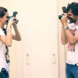 Fare foto e condividerle rende più felici e permette di godere a pieno di quel che si vive. Ma è più importante condividerle o viverle?