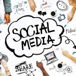 Non solo uno strumento tecnologico: i social media hanno un importante valenza sociologica, tra peculiarità, vantaggi e rischi.