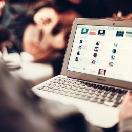 Un fenomeno che interessa soprattutto la popolazione giovanile: gioco online e tendenze digitali tra innovazione e tradizione.