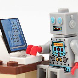 I chatbot sono programmi pensati per interagire con gli utenti. Dalla messaggistica istantanea alle pagine web, ecco come e perché usarli.