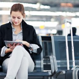 Secondo uno studio del Pew Research Center, i giovani tra i 18 e i 29 anni preferiscono leggere le news piuttosto che guardarle. E gli altri?