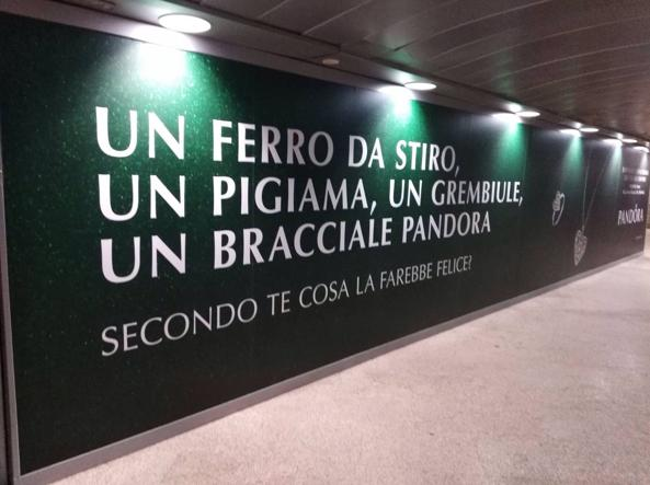 campagna pandora natale 2017 affissione metro milano