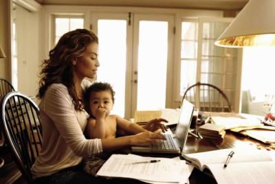 Donne, lavoro e maternità: alla ricerca di un equilibrio tra famiglia e carriera