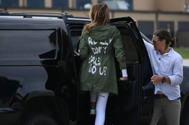 come si vestono i politici melania trump giacca di zara