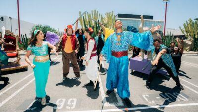 """Will Smith canta e balla al semaforo e lo fa per promuovere, in maniera non convenzionale, il nuovo """"Aladdin"""""""