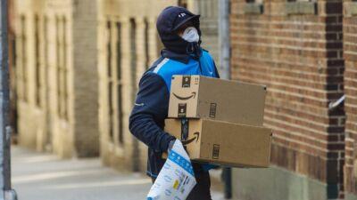 Amazon invita a ridurre gli acquisti e adotta altre misure per rispondere ai cambiamenti legati all'emergenza COVID-19