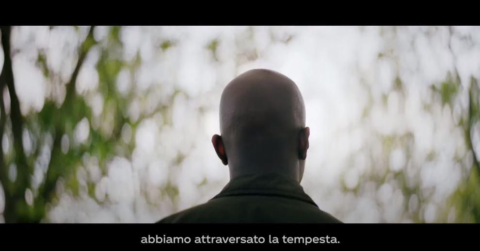Frame dello spot Coca Cola 2020 con George the Poet