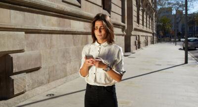 Con la funzione Heads Up, Google invierà unanotifica agli utenti che guardano lo smartphone mentre camminano