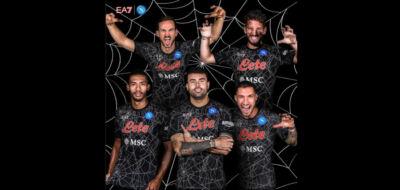 """Il Napoli è la prima squadra ad avere una """"variant"""" a tema Halloween della maglia (già un successo sui social e non solo)"""